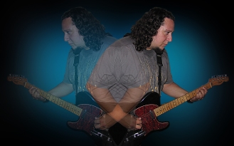 Víctor Najmías: guitarra y voz