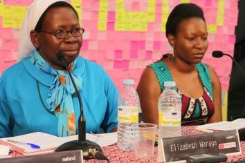 Presentación de Noland, Nicole Ndongala, junta a la refugiada sudanesa la hermana y profesora, Elisabeth Waraga
