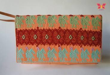 Clutch San. Tejida en telar de cintura por por la artista tsotsil Margarita Diaz