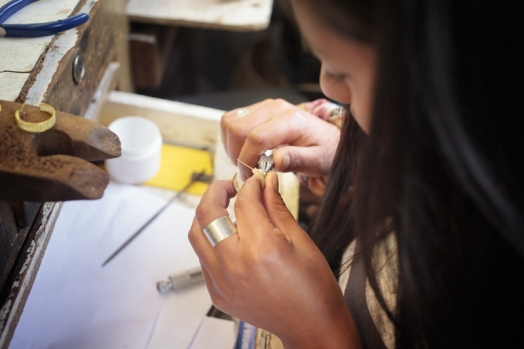 Marcela, artesana de Amalena Ethical and Eco Friendly Gold Jewelry