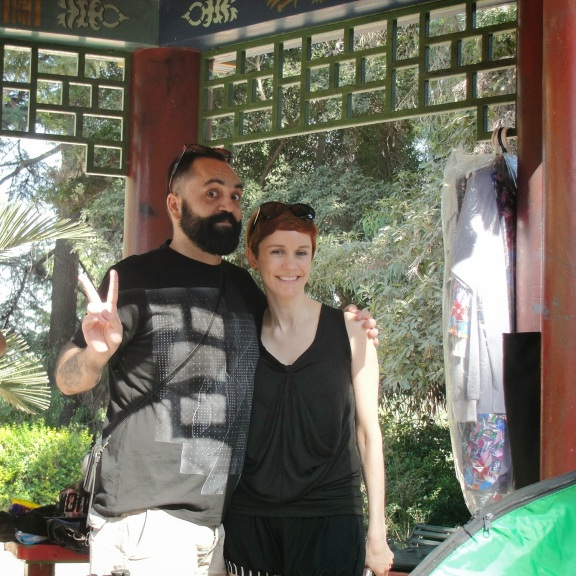 Cristian Gonzalez y Sofia Calvo trabajando en la serie Los Heroes del Pueblo