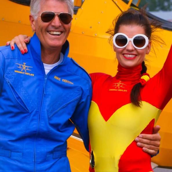 Con su piloto Mike Dentith