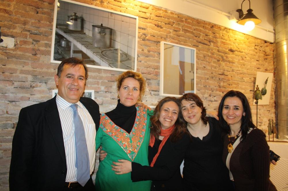 Carmen y Elena junto a Mariano González Cayuela, colaborador de FeedingArt