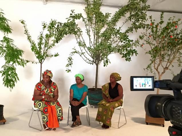 Tres de las participantes en el festival de Danza Biónica
